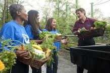 Dr. Oz at the NJ Zoo discussing the raw plant foods with his participants.