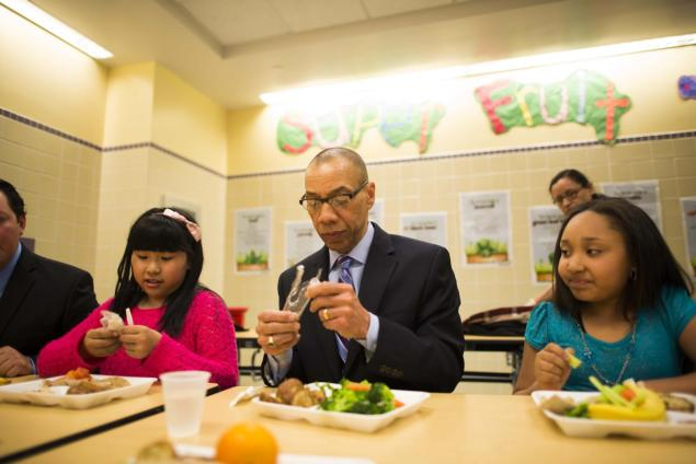 Crystal Gu, schools Chancellor Dennis Walcott, and Arianna Francisco enjoy a vegetarian lunch. Walcott says the all-vegetarian food system should be replicated at schools across the city and nation.